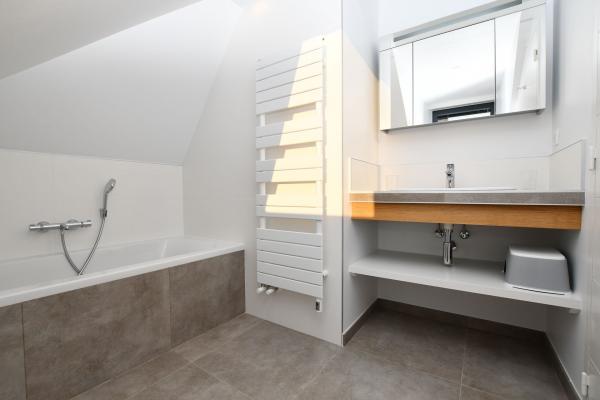 Création d'une salle de bain avec baignoire près de Crac'h
